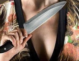 Женщина в Киришах пырнула ножом сожителя.
