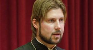 Обвиняемый в растлении девочек священник был выслан в Россию