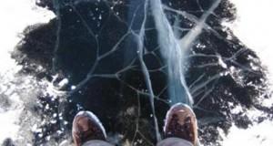 На Васильевском острове две школьницы провалились под лед